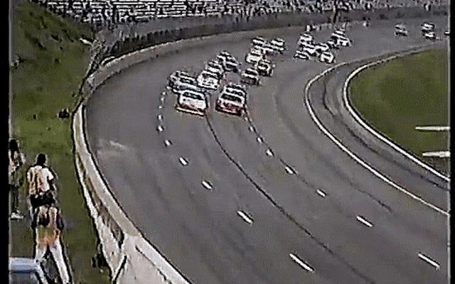 この1993年のテキサスワールドスピードウェイレースであなたの最も深い郷愁に沈んでください