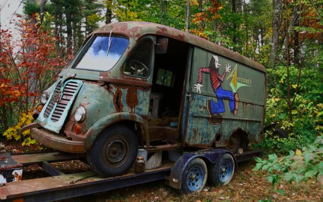 Aerosmithが70年代にツアーに参加した元のトラックは、森に捨てられていました
