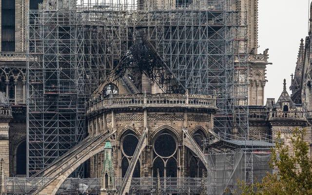 ปารีสสาบานว่าจะสร้าง Notre Dame ขึ้นมาใหม่แม้จะมีความไร้สาระของจักรวาลในการแสวงหาความหมายโดยธรรมชาติในการสร้างมนุษย์