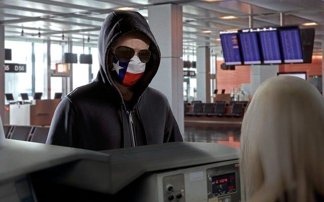 `` Faites-moi prendre le premier vol ici '', déclare John Cornyn en sweat à capuche, lunettes de soleil frappant sur le bureau de l'aéroport des Bahamas