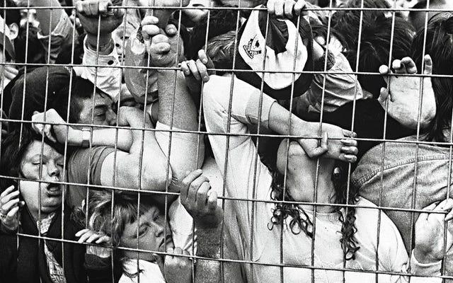 ヒルズボロパニック:サッカースタジアムが死の罠に変わった日