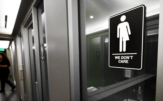 В Техасе умер трансфобный законопроект о ванной