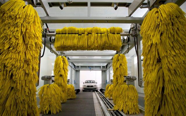 Mobil-Mobil Modern Menakutkan Dalam Pencucian Mobil