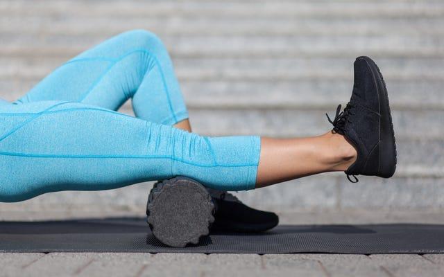 วิธีใช้ลูกกลิ้งโฟมก่อนและหลังออกกำลังกาย