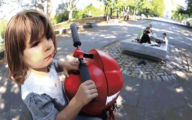 पिगीबैक चालक हेलमेट बच्चे पैदा करने से रोकने का एक बड़ा कारण है
