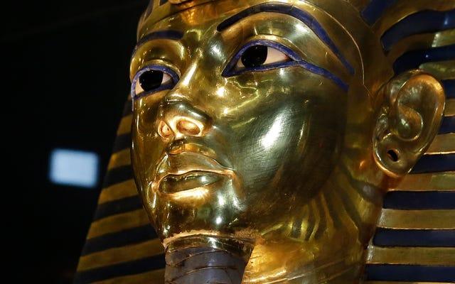 King Tut'a Öbür Dünyaya Katılan Pek Çok Öğe Arasında... Dört Çorap mı?
