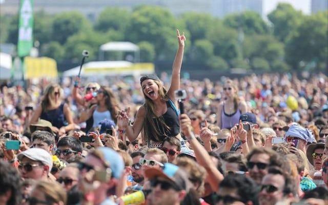 Gậy tự sướng Lollapalooza Bans, trở nên dễ chịu hơn một chút