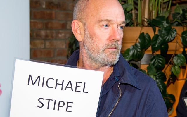 Le premier morceau solo de Michael Stipe est consacré aux synthés, aux chuchotements et à l'activisme pour le changement climatique