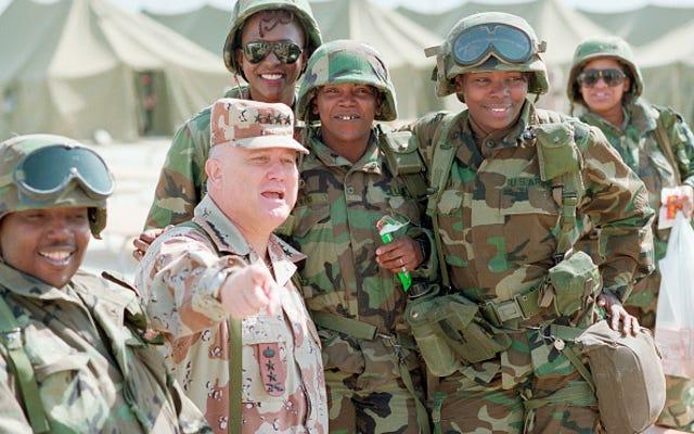 ในข่าว 'It's About Damn Time' กองทัพอนุมัติให้ล็อคเป็นทรงผมสำหรับผู้หญิงผิวดำ