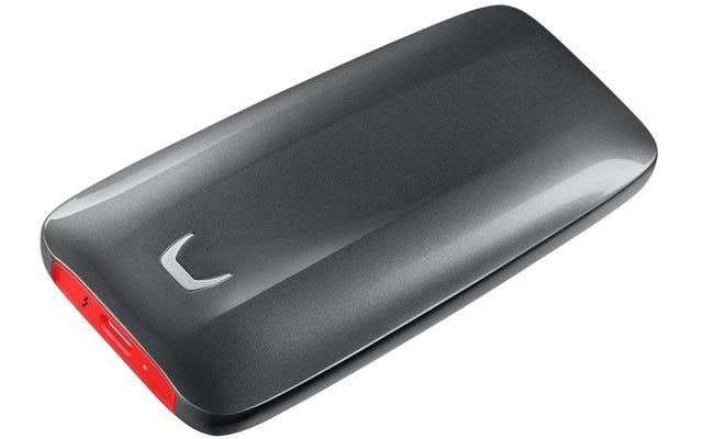 サムスンの新しい外部SSDは、ウォレットから送金するのと同じ速さでデータを転送します