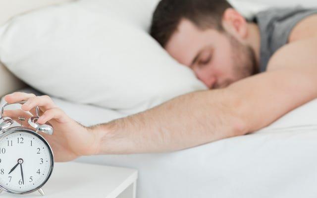年齢に基づいて、毎日眠るべき理想的な時間数