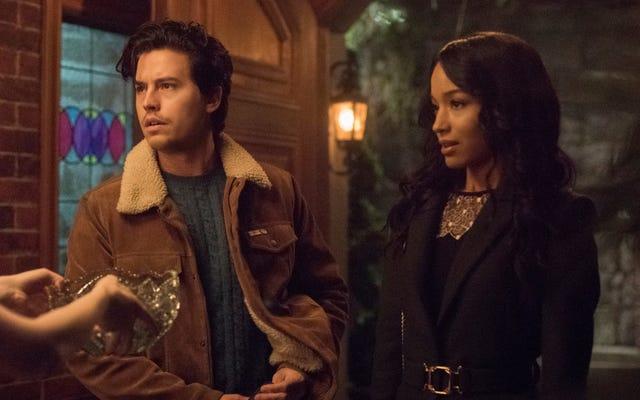 Una festa chiave catalizza rotture e incontri su un libidinoso Riverdale