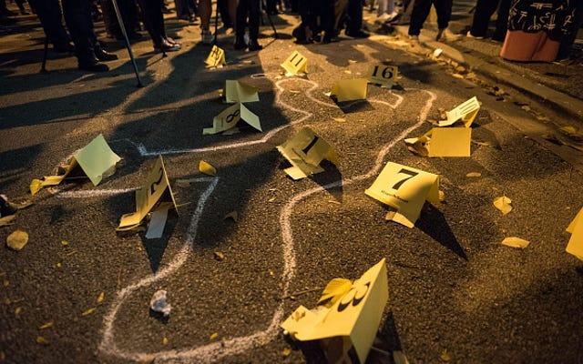 ラカン・マクドナルド事件を担当する警官は、彼の射殺の夜について証言しなければならない、裁判官の規則