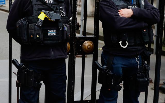英国は、ビデオサイトがテロリストのコンテンツをブロックするために構築したAIを使用することを望んでいます