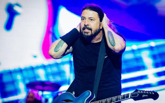 """Dave Grohl mówi, że Foo Fighters nigdy nie byli fajni: """"Jesteśmy totalnie tatusiem"""""""
