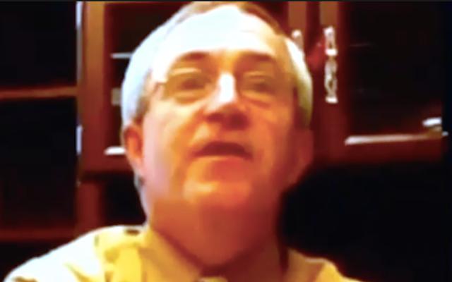 人種差別主義者の暴言がビデオで捕らえられてから40年後に高校の校長が引退する