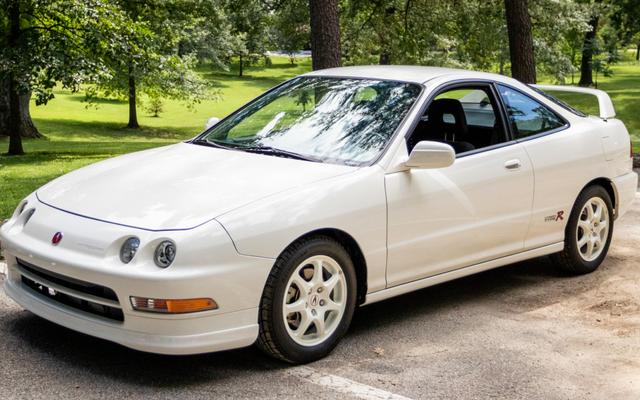 यह 1997 Acura Integra टाइप आर जस्ट सोल्ड फॉर ए व्हूपिंग $ 82,000