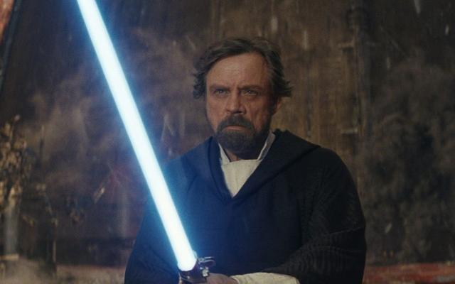 Questo video spiega la storia dietro ogni spada laser che Luke Skywalker abbia mai impugnato