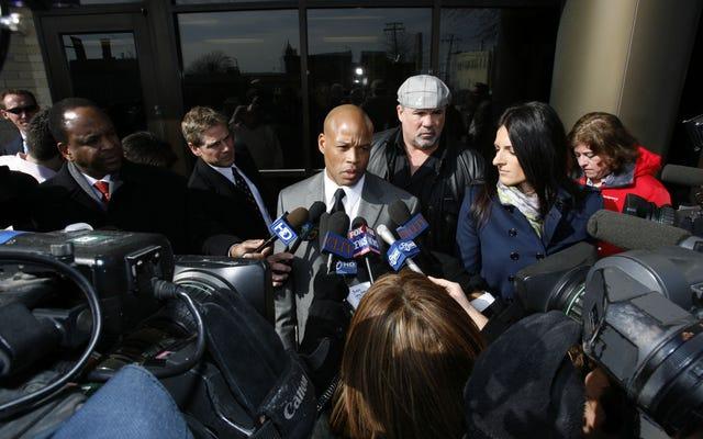 シカゴベアーズの妊娠中のガールフレンドを殺害したために投獄された女性プロボウルラーは、殺人の有罪判決を投げられるように求めます