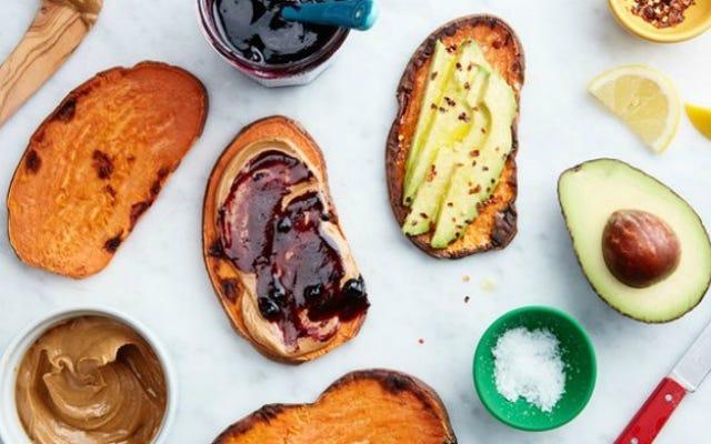 Użyj swojego tostera, aby szybciej gotować słodkie ziemniaki