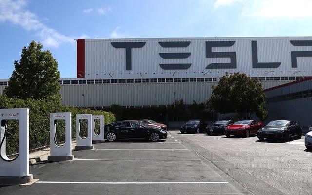 テスラは、モデル3の「生産地獄」のすでに燃え尽き症候群の労働力に警告します