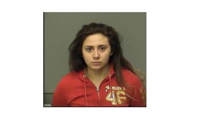 Калифорния. Подростковая трансляция в прямом эфире со смертельной аварией, обвиненная в тяжком непредумышленном убийстве в автомобиле в связи с гибелью ее младшей сестры