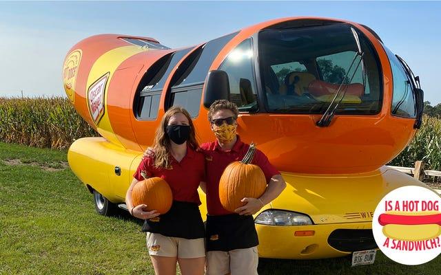 ねえウィンナーモービルの運転手、ホットドッグはサンドイッチですか?