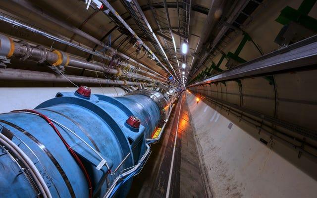 大型ハドロン衝突型加速器が初めて電子で「原子」を加速