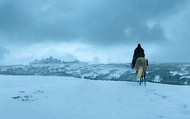 Game of Thronesの第8シーズンは、最も象徴的なセットの1つが大幅に変更されたことから始まります。