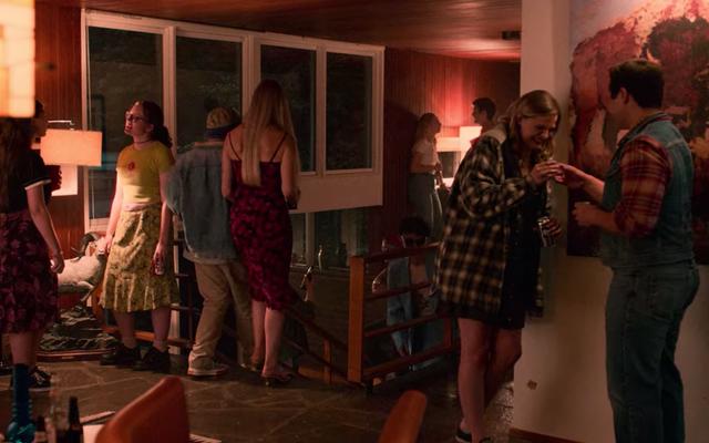 Perché gli adolescenti di Netflix sono tutti vestiti come hipster che invecchiano?
