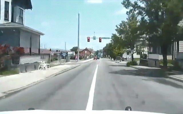 Cop Ledakan Melalui Lampu Merah, Bencana Muncul