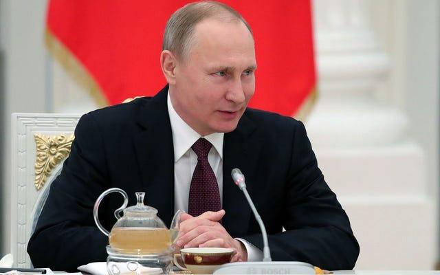 Putin quiere ponerse bajo la peluca del Stalin hundido después de darse cuenta de que ayudó a elegir el equivalente político de un tejido rápido como presidente