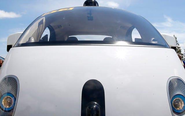 Google'ın Arabaları Her Gün Üç Milyon Simüle Mil Kazanıyor