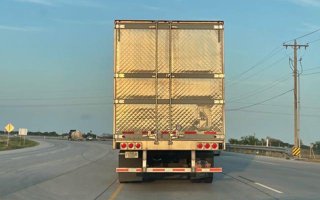 これがトラックトレーラーが後部ドアをキルトした理由です:簡単な説明