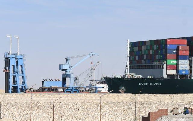 数日前、封鎖されたスエズ運河のデジタルレクリエーションで栄光の日々を追体験