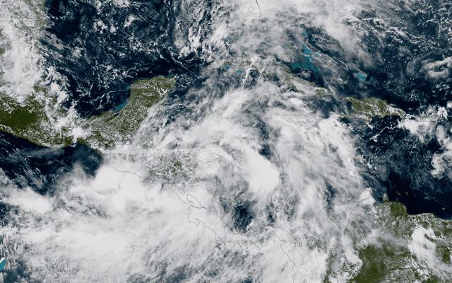 Нервные государства побережья Мексиканского залива готовятся к еще одному урагану (обновлено)