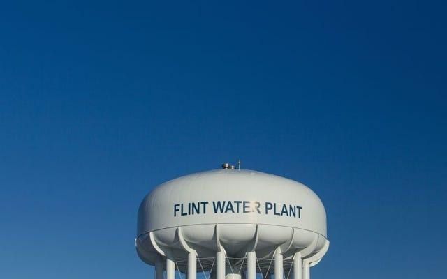 """#Flint: il sindaco Karen Weaver afferma che la supervisione statale del sistema idrico è """"ingiustificata e non necessaria"""""""