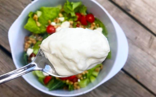 ギリシャヨーグルトはあなたのサラダに属します
