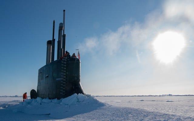 これは、氷を突破する潜水艦の内部の様子です