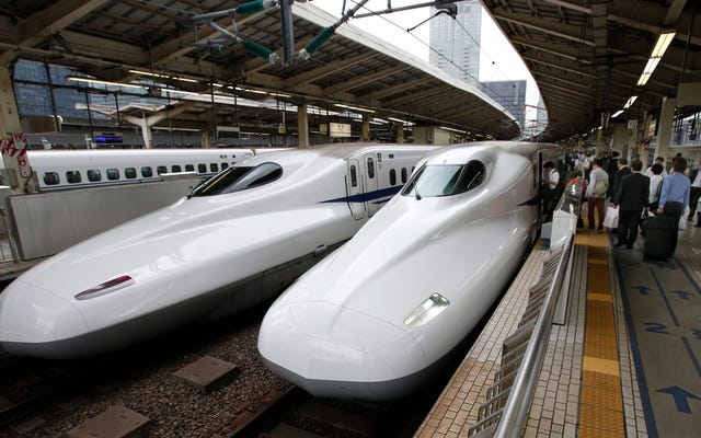 恥ずべき日本の新幹線のオペレーターが25秒早く駅を出たことをお詫びします