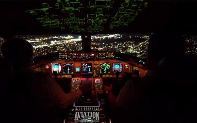 これは、ボーイング777がニューヨーク市で最も忙しい空港に夜着陸する方法です