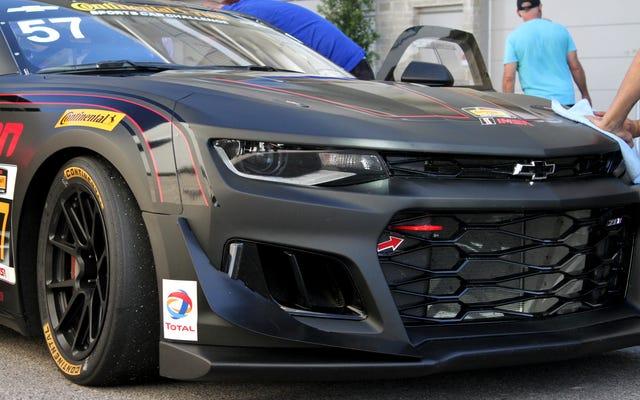新しいカマロGT4.Rはレースカーの形で悪いお尻です