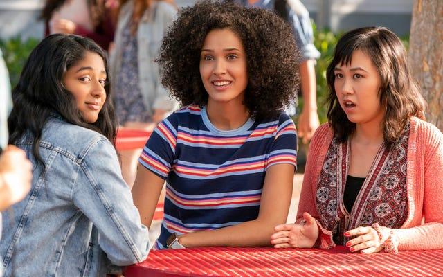Netflix, Mindy Kaling'in Never Have I Ever'in cesurca susamış dizi fragmanını yayınladı