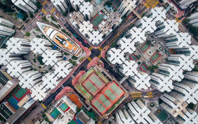空から見ると香港は美しく不気味に見える