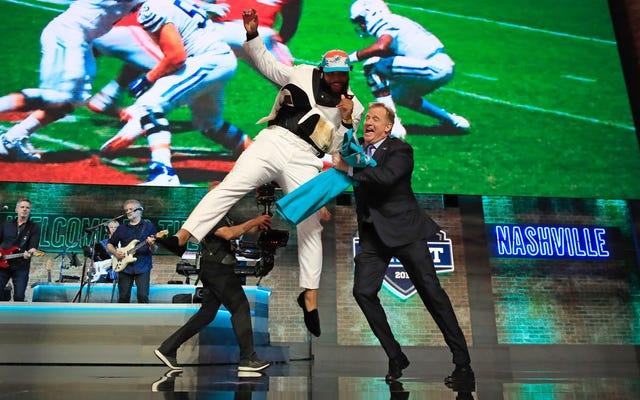 Deadspin NFL Draft को ठीक करता है ... इससे छुटकारा मिलता है