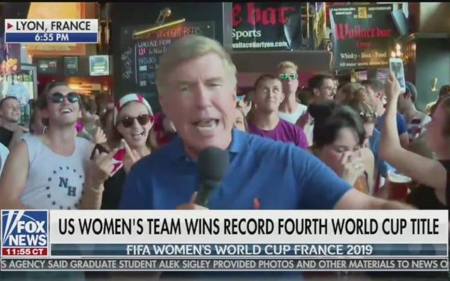 「FuckTrump」のチャントによって中断されたワールドカップの勝利についてのライブフォックスニュースレポート
