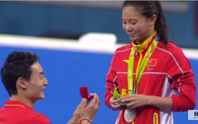 El novio de la medallista de plata lo propone, la BBC lo llama 'un premio aún mayor'