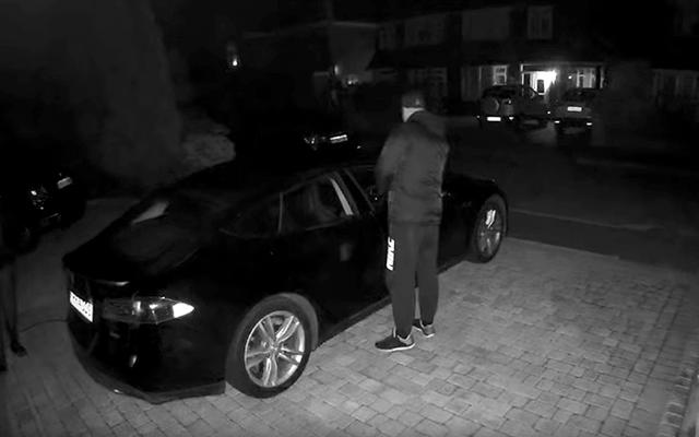 2 Diebe und 1 Minute: Das ist alles, was Sie brauchen, um einen Tesla zu stehlen, wenn Sie keine Sicherheitsmaßnahmen aktivieren