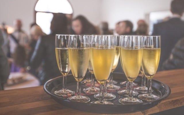 予算内で購入するのに最適なシャンパンとスパークリングワインのボトル