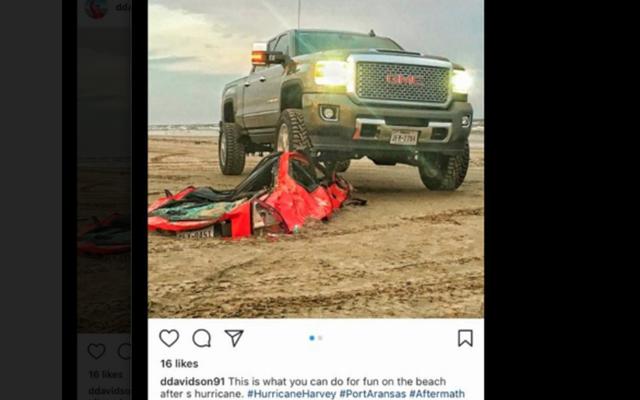 Des trous du cul se vantent d'avoir écrasé un prélude Honda enterré sur une plage par l'ouragan Harvey (mise à jour)